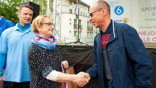 Věra Čáslavská dva týdny po chemoterapii