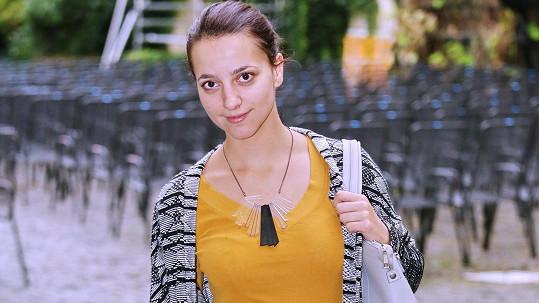 Petra Horváthová vyráží do divadla nenalíčená.