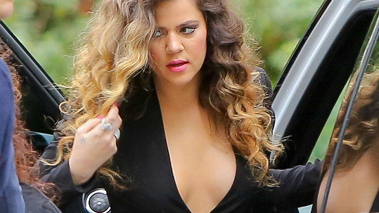 Khloé Kardashian zhubla a změnila účes.