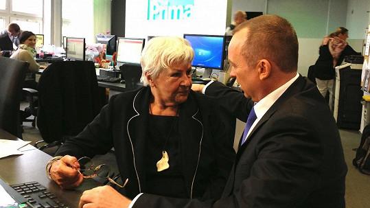Karel Voříšek v družném hovoru s Kamilou Moučkovou