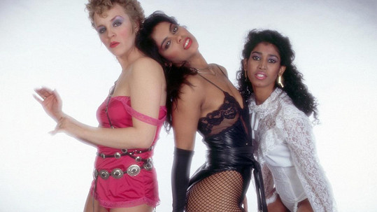 Vanity (uprostřed) jako součást tria Vanity 6