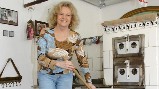 Eva Pilarová sbírá inspiraci na chalupě.