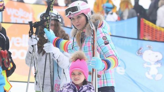 Ivana Gottová s dcerou Charlottkou na horách.