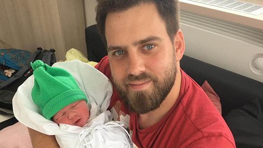Matěj Rychlý s novorozeným synem Alfrédem
