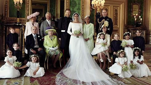 Harry a Meghan zveřejnili oficiální fotky ze svatby.