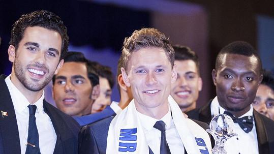 Nicklas Pedersen z Dánska (uprostřed) s konkurenty z Mexika a Nigérie, kteří se umístili ned pod ním.