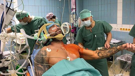 Karlos Vémola je po operaci.