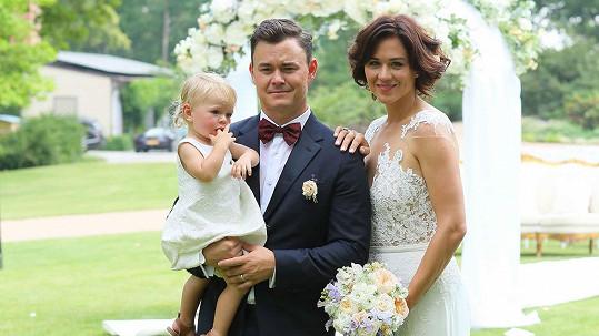 Manželé Hudlerovi se stali podruhé rodiči. Na snímku s prvorozenou dcerou Annou Josefínou