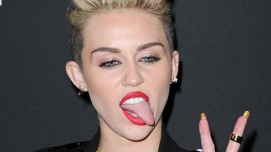 Na samém vrcholu stanula Miley Cyrus.