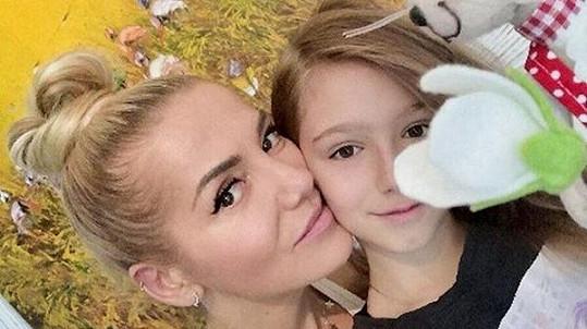 Dara Rolins popřála fanouškům klidné svátky fotkou s dcerou Laurou.