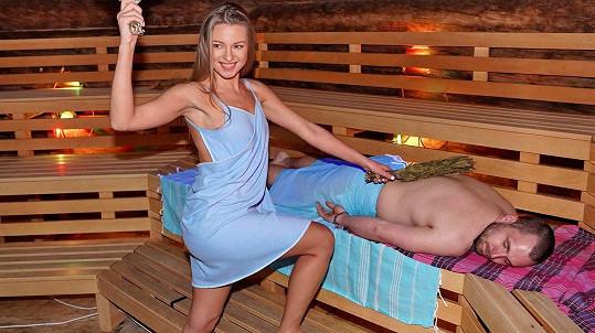 Inna Puhajková se chopila tradičního rituálu v sauně.