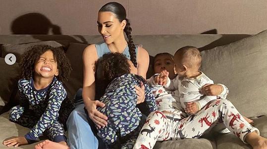 Takhle dopadlo focení Kim Kardashian s dětmi.