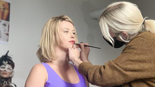 Jako blondýnka vypadá Jenovéfa Boková nádherně.