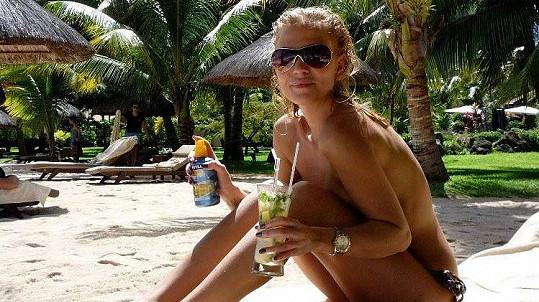 Michaela Ochotská zapózovala na pláži.