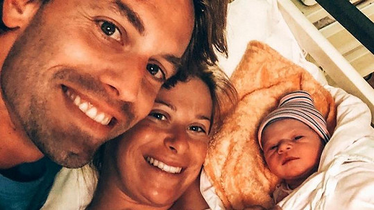 Andrea Sestini Hlaváčková s manželem a dcerou