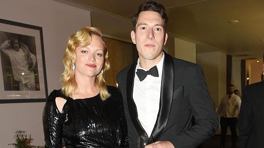Ester Geislerová s partnerem na zakončení karlovarského filmového festivalu