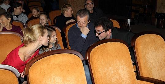 Ondřej Vetchý s rodinkou na premiéře filmu Jak jsme hráli čáru.