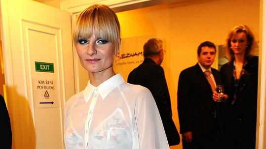 Iva Pazderková zvolila pořádně průhledný model.