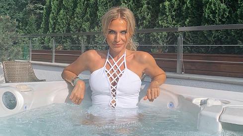 Míša Ochotská opět předvedla svou sexy postavičku v plavkách.