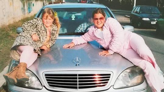 Charlotte (vlevo) a Ornella