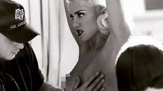 V roce 1992 měla Madonna výstavní ňadra.