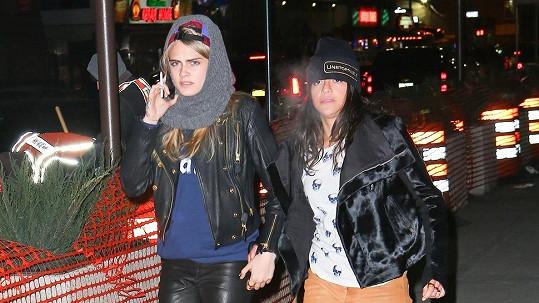 Cara Delevingne a Michelle Rodriguez spolu údajně chodí zhruba měsíc.
