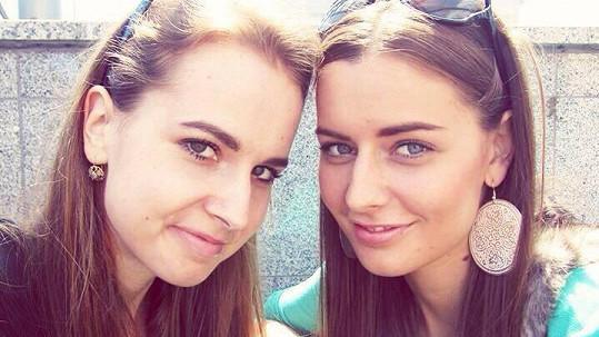 Tereza Chlebovská má opravdu krásnou sestru Johanu (vlevo).