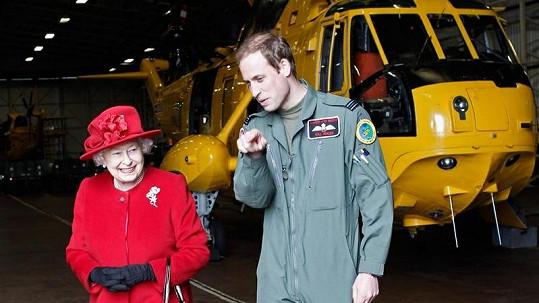 Princ William si povídá se svou babičkou Alžbětou II.