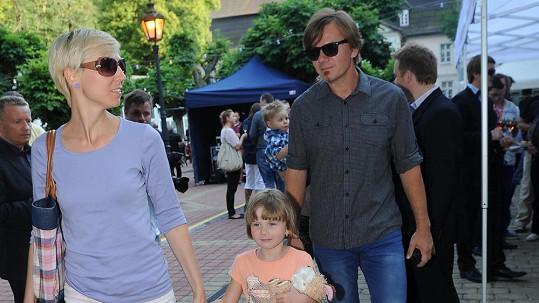 Michal Hrůza s manželkou Lindou a dcerou Mariánkou. Před necelými třemi měsíci se mu narodila druhá dcera.