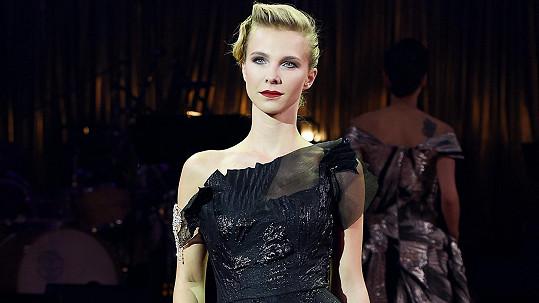 Kráska se vrátila na česká mola. V modelech Natali Ruden vypadala úžasně.