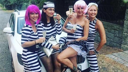Vendula Pizingerová na fotce ze své rozlučky se svobodou