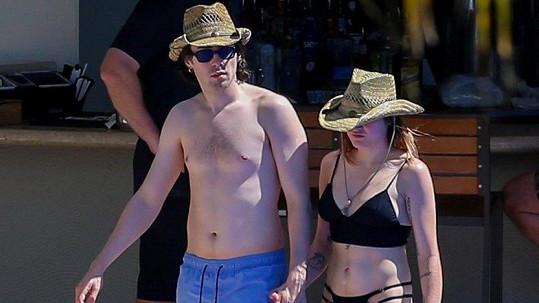 Frances Bean Cobain s přítelem Matthewem na ostrově Oahu