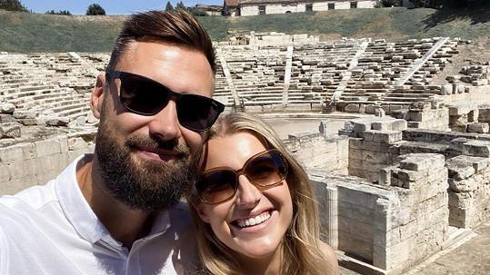 Jitka s přítelem Timem nyní žijí v Řecku.
