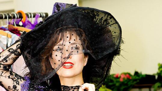 Tereza Kostková je v historickém kostýmu nádherná.