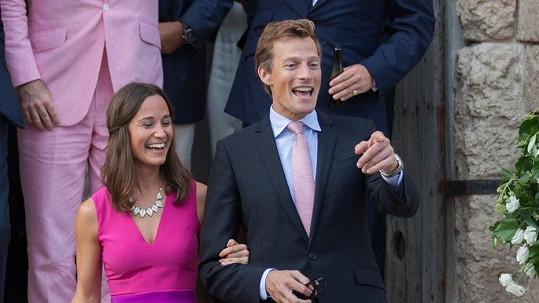 Pippa Middleton na svatbě kamaráda