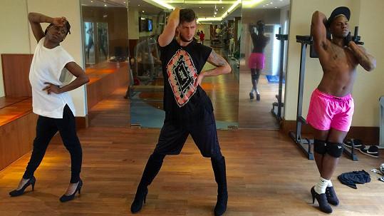 Tanečníci na podpatcích v čele s Filipem Jankovičem