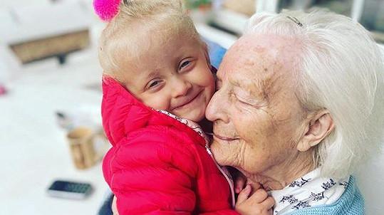 Agátina dcera Mia je prababičce velmi podobná.