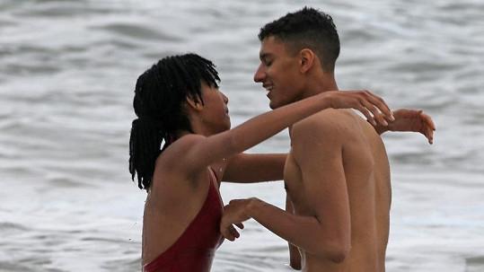 Willow Smith pobývá na Havaji s tímto mladíčkem...
