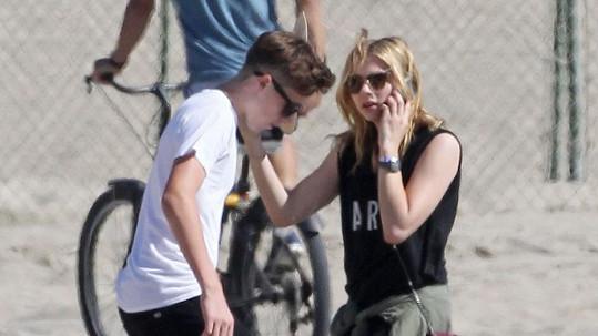 Herečka se synem Beckhamových chodí prý už několik týdnů.