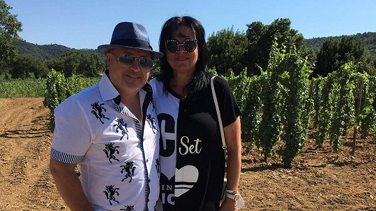 Michal David s manželkou Marcelou v Saint Tropez