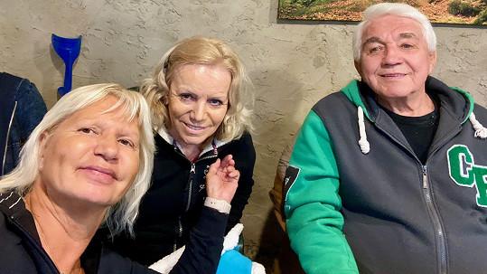 Před smrtí Hana Krampolová (uprostřed) mluvila s kamarádkou o tom, že se jí motá hlava.