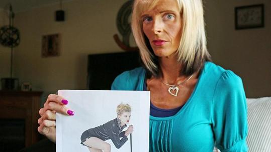 Lisa Brown ukazuje fotografii z období, kdy se věnovala modelingu.