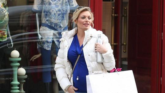 Lucie Borhyová vyrazila na nákupy těhotenského oblečení