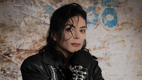 Dvojník Michaela Jacksona Sergio Cortes míří do Prahy.