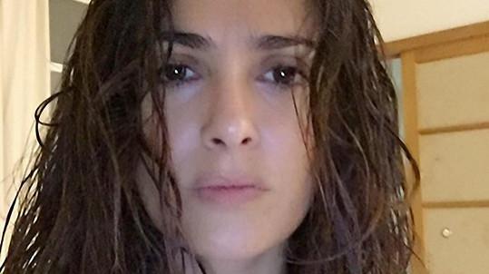 Herečka je krásná i bez make-upu a s mokrými vlasy...