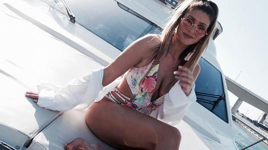 Tereza na jachtě vypadá naprosto dokonale.