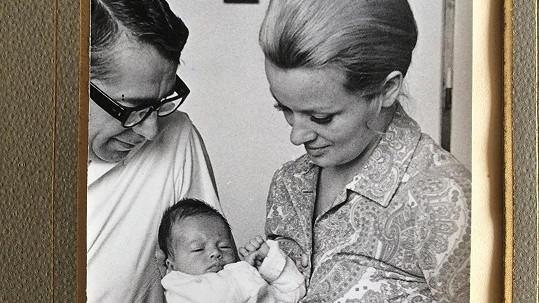 Herečka Tereza Brodská jako miminko s rodiči