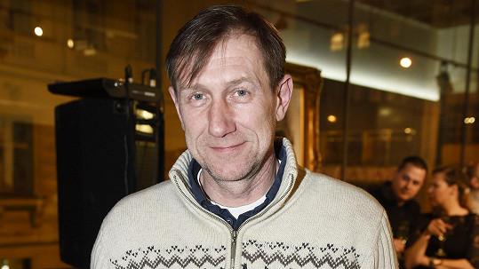 Jan Antonín Duchoslav nosí lyžařský svetr pořád.