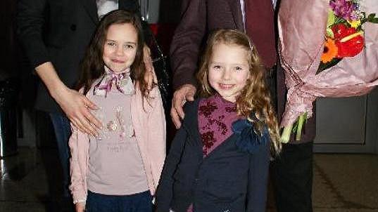 Charlottka i Nelly se na divadlo a tetu Moniku hodně těšily.