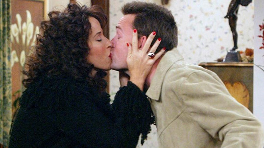 Maggie Wheeler a Matthew Perry jako Janice a Chandler v seriálu Přátelé